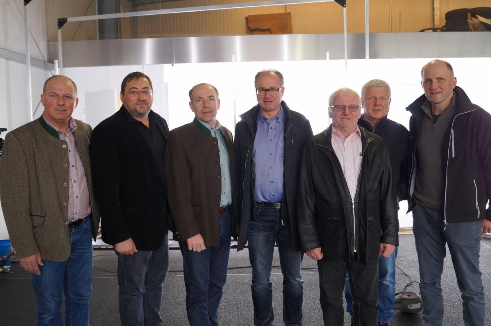 Landesrat Max Hiegelsberger besucht neuen 360 Grad Show Room im Autohaus Baschinger